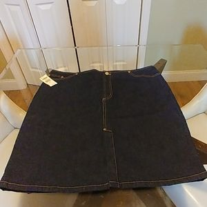 Old navy dark wash skirt NWT slit in front size 16